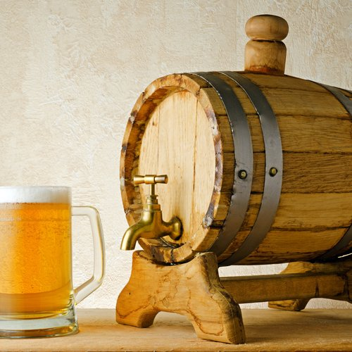beer and barrel on the wood table