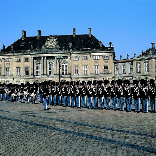 the royal guards  amalienborg palace square_original 1_1_29